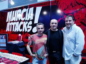 Los hermanos Álvarez y Jorge G. en el stand promocional de Murcia. Clic para acceder a Galería de imágenes
